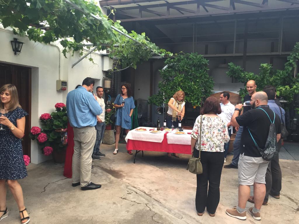 Taller introductorio de Awareness Yucando y cata de vinos en bodega familiar en Navalcarnero